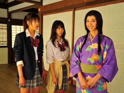 制服姿の竹富聖花&有村架純、寧々にふんした篠田麻里子