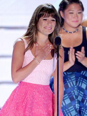 涙ながらにスピーチするリア・ミシェル - 2013年ティーン・チョイス・アワード授賞式