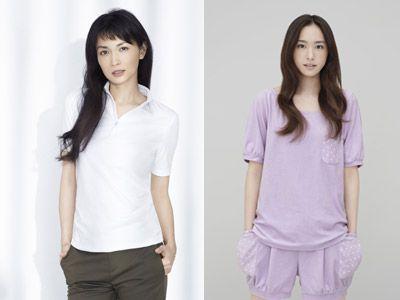ユニクロとのコラボ商品を着用する長谷川京子と新垣結衣
