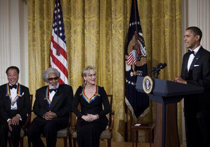 ケネディ・センター名誉賞を受賞したメリル・ストリープ(着席右端)とオバマ大統領(右端)