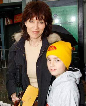 ケイティ・セイガルと息子のジャクソン。