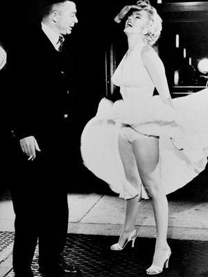 誰もが知っているこのドレスです! -ビリー・ワイルダー監督とマリリン・モンローさん