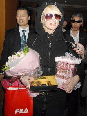 こちらは、韓国でお買い物に大忙しのパリス
