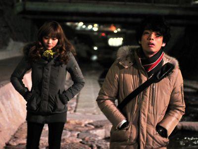 『その街のこども』より、佐藤江梨子と森山未來