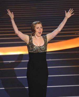 第80回アカデミー賞授賞式で歌声を披露したエイミー・アダムス