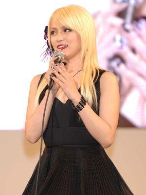写真は『ヤッターマン』製作発表会見での深田恭子