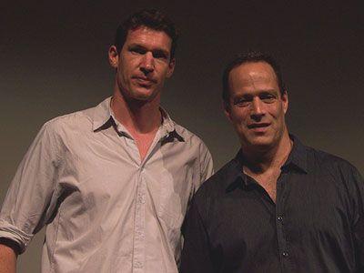 左からティム・ヘザーリントン監督、セバスチャン・ユンガー監督