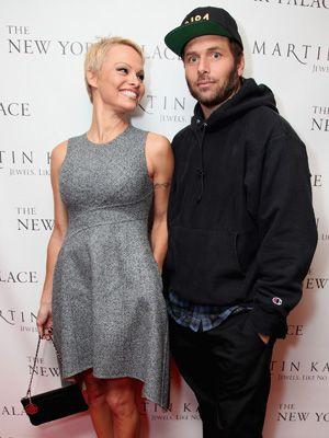 再婚したパメラ・アンダーソンとリック・サロモン