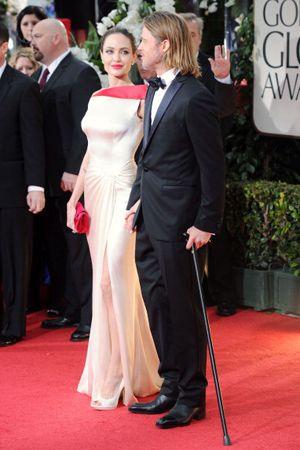 アンジー、受賞ならず!-第69回 ゴールデン・グローブ賞授賞式のレッドカーペットに現れたアンジェリーナ・ジョリーとブラッド・ピット