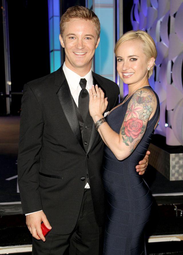 マイケル・ウェルチ、ステージ上でのプロポーズ成功!右は婚約者のサマンサ・マッジオ