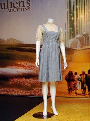 このドレスに約3,840万円の値が!