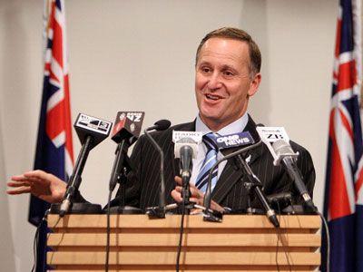 撮影地の決定を発表し、満面の笑みのジョン・キー首相