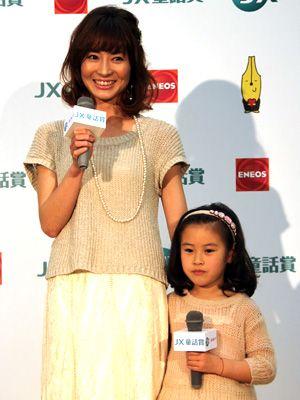 オーディション会場での新山千春と小春ちゃん(4月のイベント時に撮影)