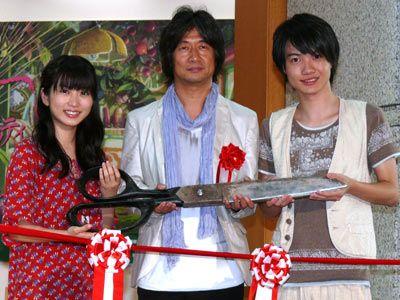 小人から見たらはさみってこんなに大きい!-左から志田未来、種田陽平、神木隆之介