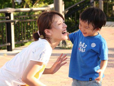「なんくるないさぁ~今井絵理子が息子と歩んだ6年~」より今井絵理子と息子・礼夢(らいむ)君