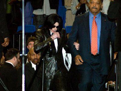 2006年12月30日、ジェームズ・ブラウンさんの葬儀に参列するマイケル・ジャクソンさん