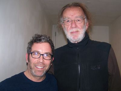 ジョン・ケイン(左)、ゴッドフリー・レジオ監督