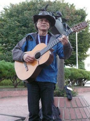 即興ライブを行った田中さん