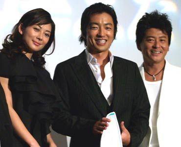 感動しちゃいました。(写真左から)伊東美咲、大沢たかお、哀川翔