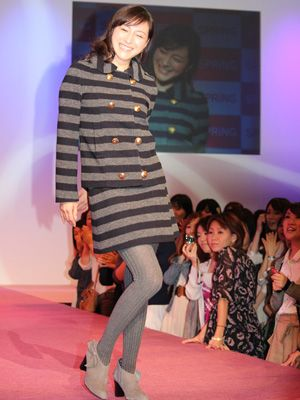 ファッションショーにスペシャルゲストとして登場した広末涼子