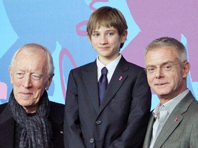 名優もメロメロの素直さを見せたトーマス-左から、マックス・フォン・シドー、トーマス・ホーン、スティーヴン・ダルドリー監督