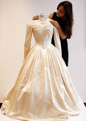 こちらがそのウエディングドレス。輝きを放っています!