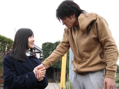 映画『さんかく』の小野恵令奈と高岡蒼甫