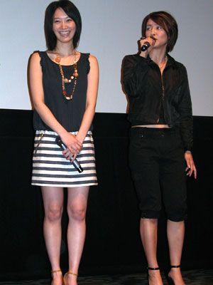セクシーな筋肉美を披露した水野美紀(右)、長澤奈央