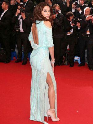 カンヌ映画祭のレッドカーペットに登場したエヴァ・ロンゴリア