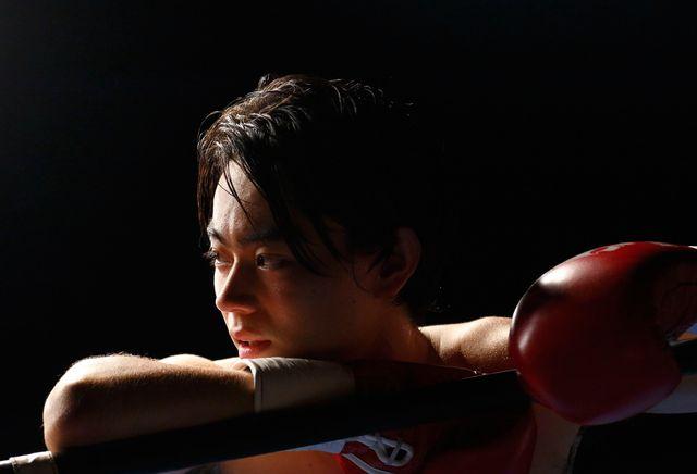『あゝ、荒野』で気性の激しいボクサーを演じる菅田将暉