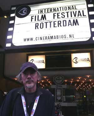 ロッテルダム映画祭初参加でいきなり特集上映が組まれた小林政広監督(オランダ・ロッテルダムの映画祭会場「シネラマ」にて)