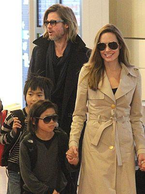 子どもたちを伴って日本に降り立ったブラッド・ピットとアンジェリーナ・ジョリー