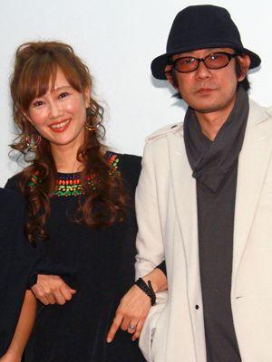 腕組みポーズを披露した工藤夕貴&永瀬正敏