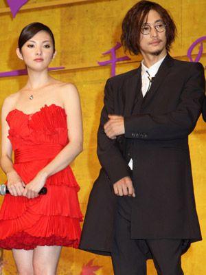 会見では自らの姿を「ハリー・ポッターです」と語り笑いを取った窪塚洋介と共演者の田中麗奈