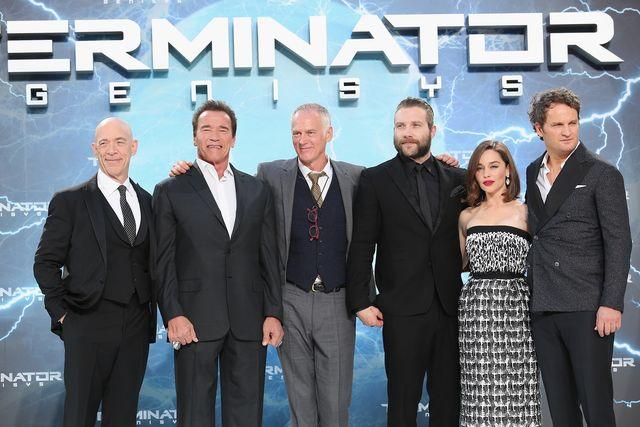 ベルリンプレミアにて。(左から)シモンズ、シュワルツェネッガー、テイラー監督、ジェイ、エミリア、ジェイソン
