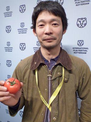 山崎樹一郎監督、トマトと一緒に……