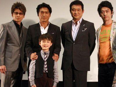 「感無量です……」-左から、哀川翔、高橋克典、林遼威(高橋の下子役)、船越英一郎、榊英雄監督