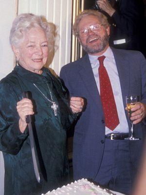 ヘレン・ヘイズと写るジェームズ・マッカーサーさん