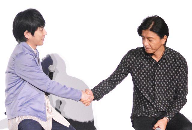 初共演作『検察側の罪人』大ヒットにがっちり握手を交わす二宮&木村
