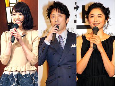 美女に囲まれ口もなめらかな筧利夫(中央) 福田沙紀(左)、小島聖(右)