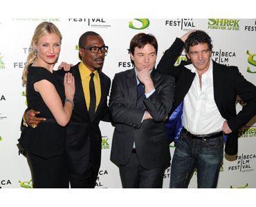 第9回トライベッカ映画祭に出席した、(左から)キャメロン・ディアス、エディ・マーフィ、マイク・マイヤーズ、アントニオ・バンデラス