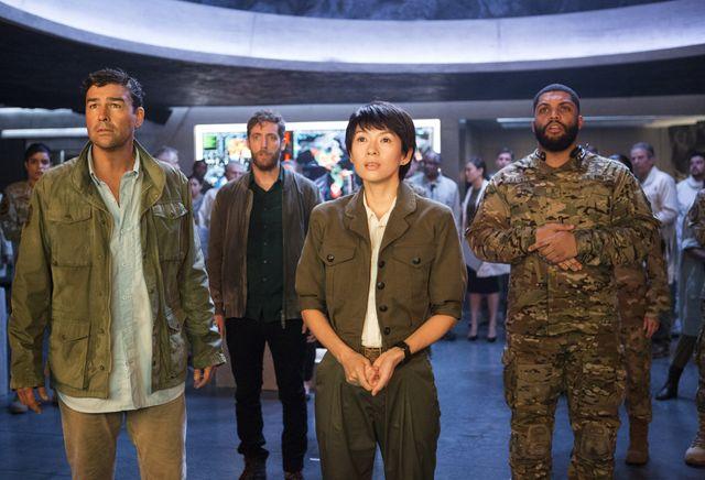 前作『ゴジラ キング・オブ・モンスターズ』でチェン博士を演じたチャン・ツィイー(中央)