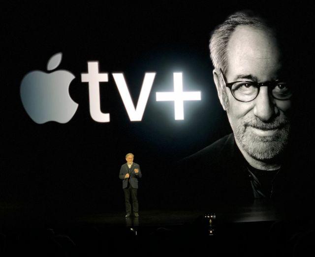 Appleのイベントでプレゼンをするスティーヴン・スピルバーグ
