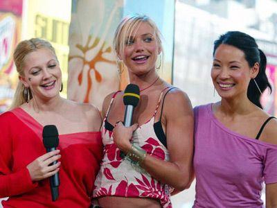 新生エンジェルたちがテレビに! 写真は映画版エンジェルの三人