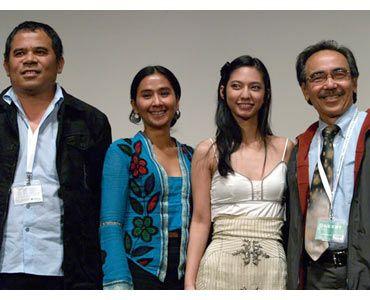 (写真左から)ガリン・ヌグロホ監督、アユ・ラクスミ、ナディア・サフィラ、イクラナガラ