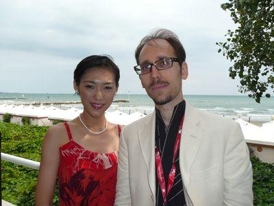 写真は、大島央照(ちあき)と、マルコ・ダ・アンジェリス監督