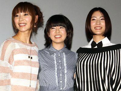 汚物まみれのゾンビと戦った美少女たち 菅野麻由、中村有沙、護あさな(左より)