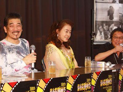 貴重なスリーショットを披露した宇崎竜童、阿木燿子、高橋伴明監督(左から)
