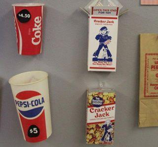 コカ・コーラとクラッカー・ジャックの時代別デザイン