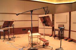録音スタジオ。ここでC・ディアスもせりふを録(と)りました
